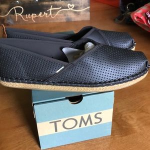 New with Box Toms Petra shoes size 10